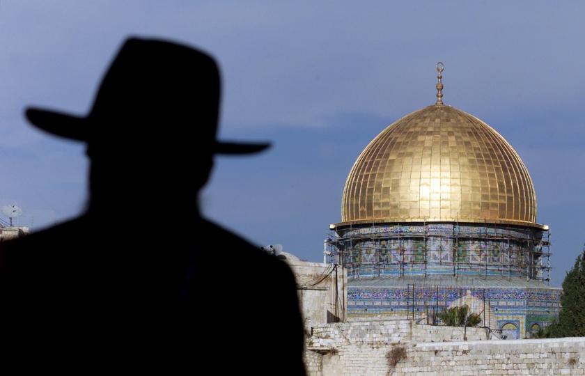 """صورة ادّعى أن """"الرب"""" أرسله لحـ.ـرق المسجد الأقصى، وبرّأته المحـ.ـاكم.. الذكرى الـ 51 لجـ.ـريمة الأسترالي مايكل روهان"""