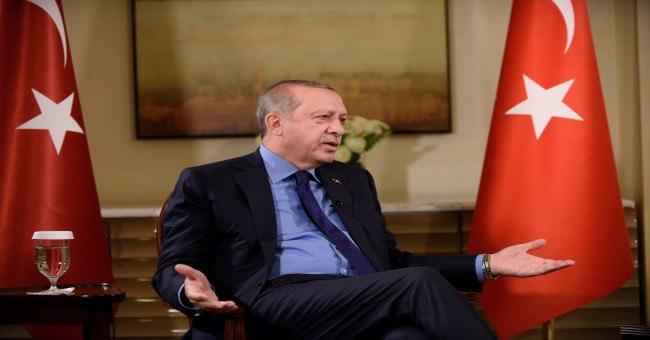 صورة بعد الرسول محمد.. صحيفة فرنسية تنشر صورًا مسـ.ــ.ـيئة لأردوغان وهكذا جاء الرد