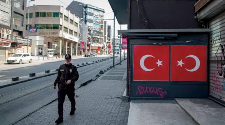 """صورة صحيفة تركية تكشف  عن """"قيود""""  حظر جديدة قادمة لسكان تركيا  في هذا التوقيت"""