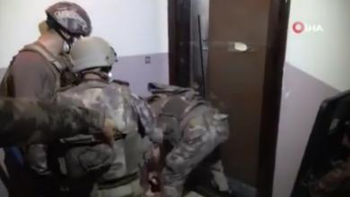 """صورة لاجـ.ـئ سوري في ولاية  """"غازي عنتاب""""  صنع 9 أبواب ضـ.ـد الاقتـ.ـحام وحين أتت الشرطة التركية كانت المفاجأة.. شاهد فيديو"""