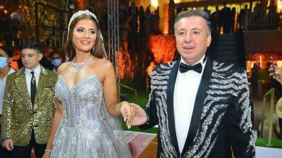 """صورة قيصر """"البوكسر والفانيلا"""" بمصر ينفق الملايين ليتزوج زوجته مرة كل عامين..من هو السوري باسل سماقية!؟"""