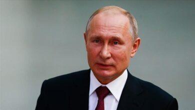 صورة صحيفة بريطانية: بوتين مصاب بمرض باركنسون وعشيقته تطالبه بالاستقالة