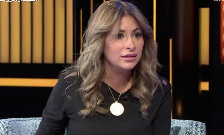صورة فنانة سورية تصاب بكورونا وتخرج بفيديو غريب.. قالت إنها موجودة في كل منزل ووصفتها بالسحر
