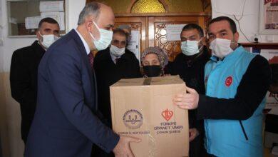 صورة يشمل العوائل السورية أيضا ..  ولاية تركية تبدأ بمنح مساعدات مادية وإغاثية للاجئين