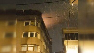 صورة بالفيديو .. وسط تساقط الثلوج فاجـ.ـعة تحل لعائلة سورية في ولاية اسطنبول