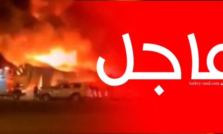 صورة تصاعدت أعمدة الدخـ.ـان الأسود واللهـ.ـب لتغطـي سماء المنطقة.. حـ.ـريق ضخم جدا في مسقط