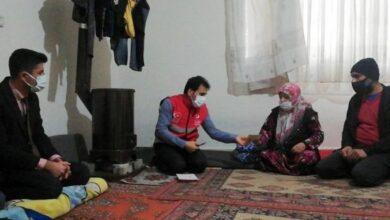 صورة لم يفعلها الأسد مع شعبه.. شاهد بالفيديو موقف نبيل من مدير دار الهجرة التركية مع عائلة سورية