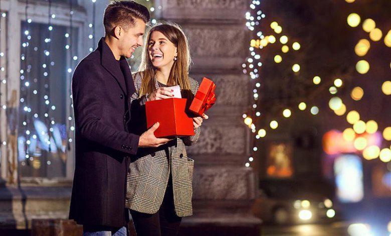 صورة امرأة تمنح زوجها هدية غريبة وتحصد أكثر (4) ملايين مشاهدة( فيديو)