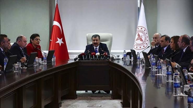 صورة ما هي القيود التي أشار وزير الصحة التركي إلى فرضها على غير الملقحين؟.. عضو في اللجنة العلمية يجيب..!!