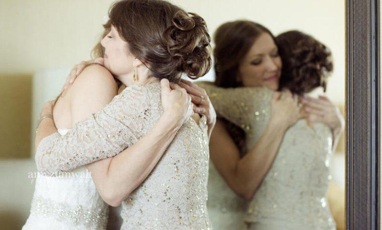 صورة بعد 20 عام.. أم تعثر على ابنتها لحظة زفافها لابنها والمفاجأة غير متوقعة (صور)