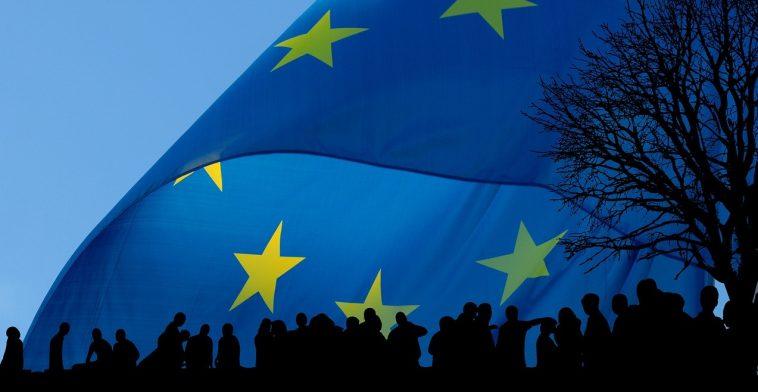 صورة نظام الأسد يزعم أن هذه الدولة الأوروبية ستقدم لكل لاجئ سوري 18  ألف دولار مقابل هذا الأمر