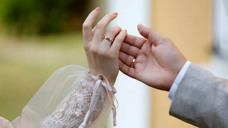 صورة تزوج أربع مرات خلال شهر واحد لسبب لا يخطر على بال أحد