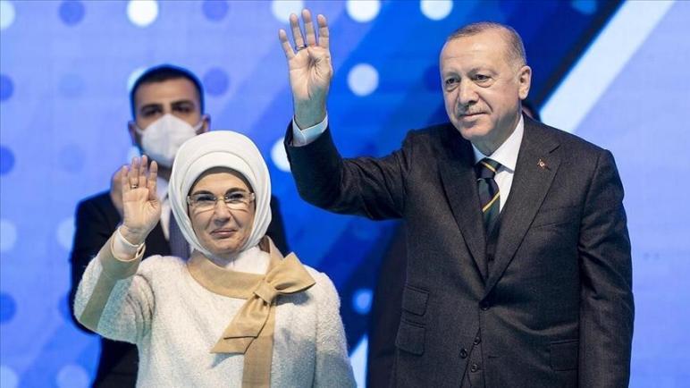 صورة أمينة أردوغان تفاجئ السوريين في العاصمة أنقرة برفقة مسؤولة أوروبية