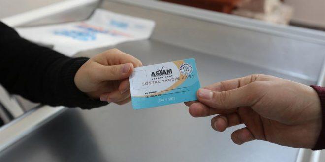 صورة بلدية تركية تقدم بطاقة مالية بمبلغ 150 ليرة لكل عائلة تستوفي الشروط كل شهر