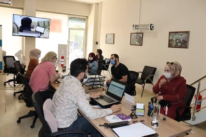 صورة تشمل السوريين… فرصة  عمل وتـ.ـوظيف من جمعية اللاجئين في تركيا