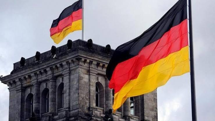 صورة في ألمانيا… لاجئة سورية تشـ.ـعل منصات التواصل بفعلتها