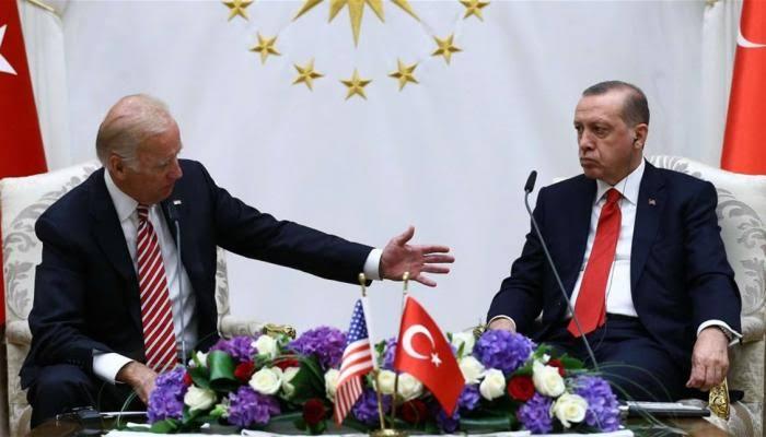 صورة ما هو الكتاب الذي قدمه الرئيس أردوغان للرئيس الأمريكي بايدن خلال لقاء قمة النيتو؟