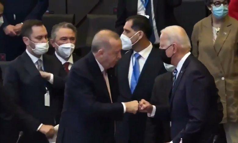 صورة صحفيون يسألون بايدن عما دار مع أردوغان.. وإجابة غير متوقعة من الرئيس الأميركي (فيديو)