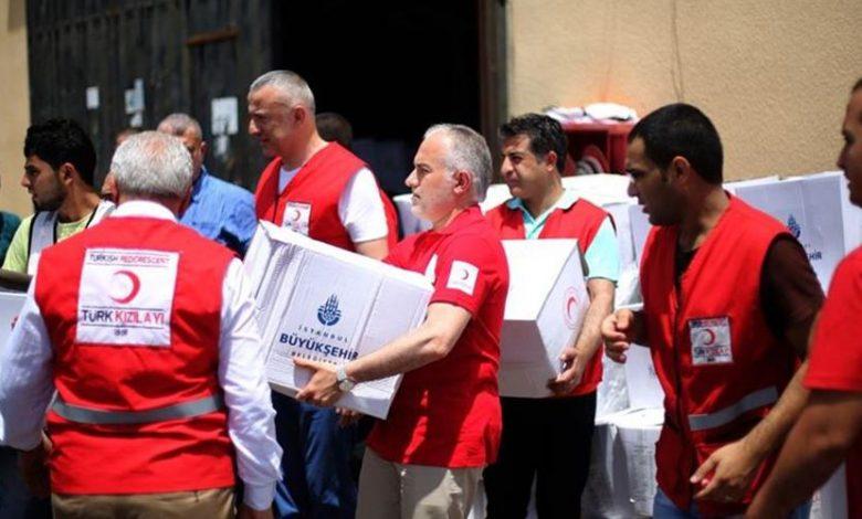 صورة عاجل :الهلال الأحمر يبدأ بتوزيع مساعدات العيد على عائلات سورية