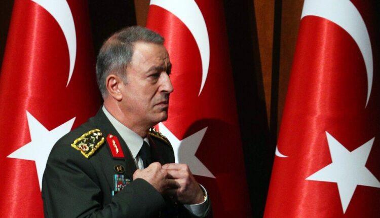 صورة كبار قيادات الجيش التركي تصل الحدود مع سوريا للإشراف على العمليات