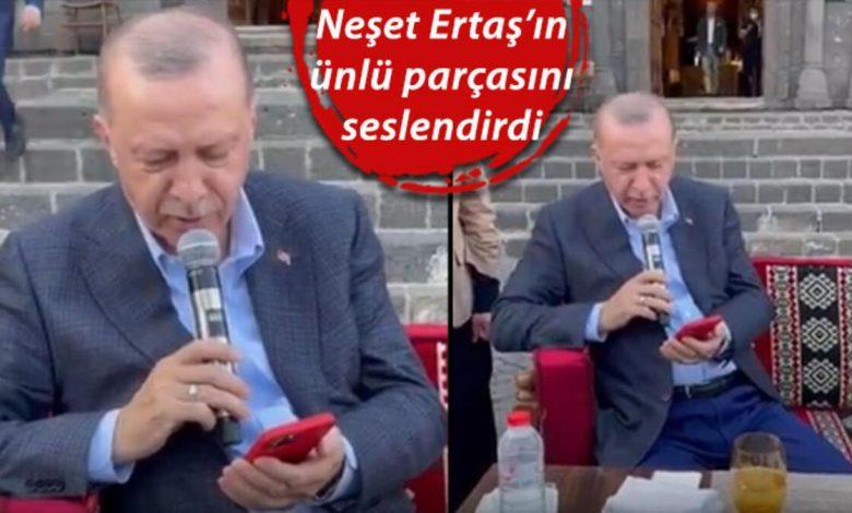 صورة الرئيس أردوغان ينشد أغنية تراثية تركية برفقة الشباب في ولاية ديار بكر (فيديو)