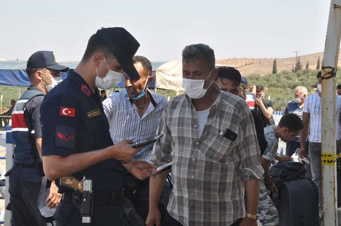 صورة رسالة من إدارة الهجرة التركية للسوريين بشأن الجـ.نسية الاستثنائية وإذن السفر والعمل
