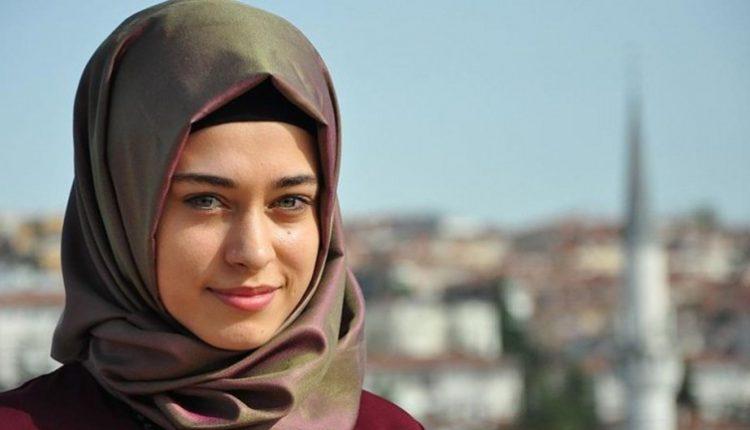 صورة بشرى أبايدن الشهيرة في مسلسل وادي الذئاب.. من المسلسل التركي الشهير إلى الاعتزال وارتداء الحجاب