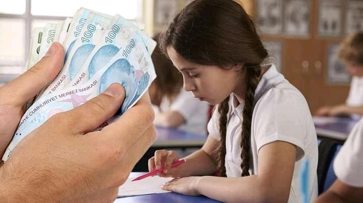صورة بدء توزيع 500 ليرة تركية للطلاب في أحدى الولايات لتخفيف مصاريف القرطاسية