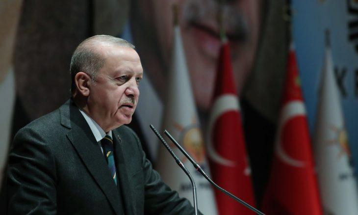 صورة الرئيس أردوغان يدافع عن اللاجئين السوريين ويتحدث عن الهجرة إلى أوروبا