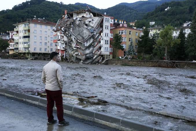 صورة عاجل : الأرصاد الجوية التركية تحـ.ذر باللونين الأصفر والرتقالي  سكان هذه الولايات من فيضانات وعواصف واضـ.طرابات في النقل غدا الخميس