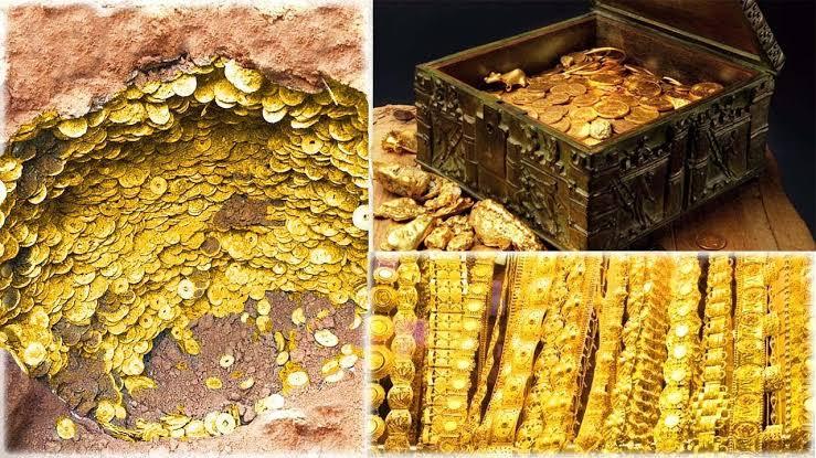صورة لن تصدقو ماحصل معه.. رجل يعثر على كنز من الذهب التاريخي باستخدام جهاز كشف المعادن